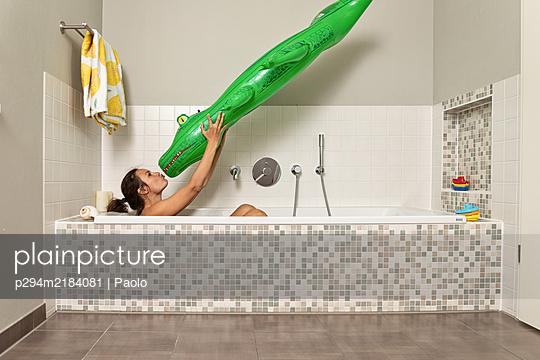 Holidays in bathroom - p294m2184081 by Paolo