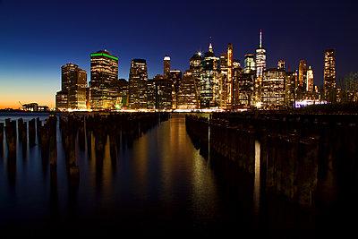 Downtown Manhattan - p1399m2065855 by Daniel Hischer