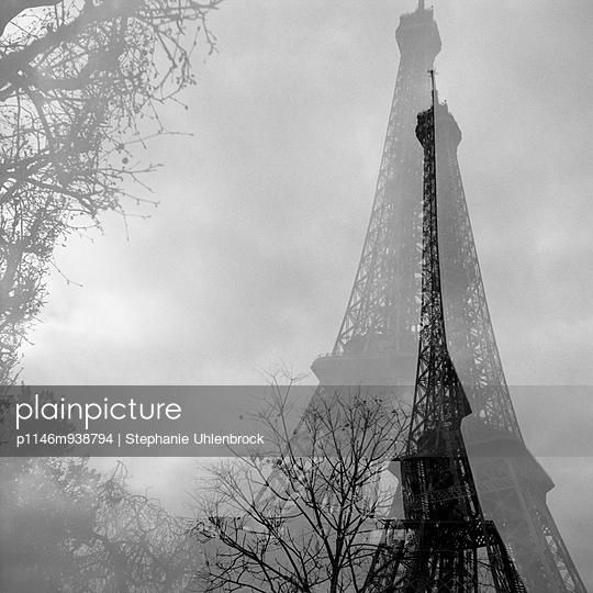 Eiffel tower - p1146m938794 by Stephanie Uhlenbrock