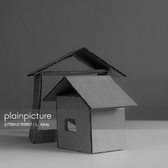 City planning, mock-up settlement, two run-down houses - p758m2183897 by L. Ajtay