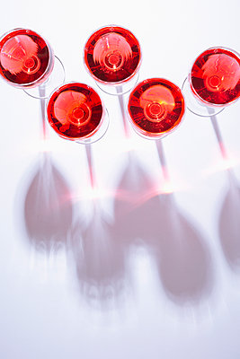 Glasses of wine - p1149m2038762 by Yvonne Röder