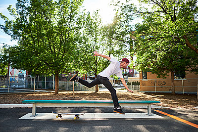 Skateboard dude falling while trying to grind bench in park, Montreal, Quebec, Canada - p1362m1530060 by Charles Knox