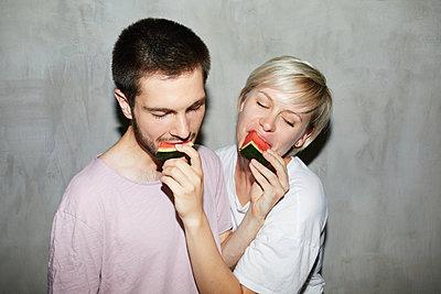 Couple feeding a melon  - p276m2115581 by plainpicture
