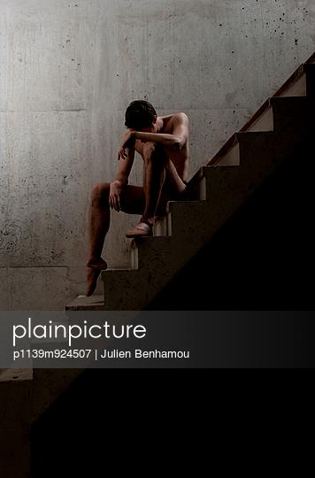 Tänzer auf einer Treppe - p1139m924507 von Julien Benhamou