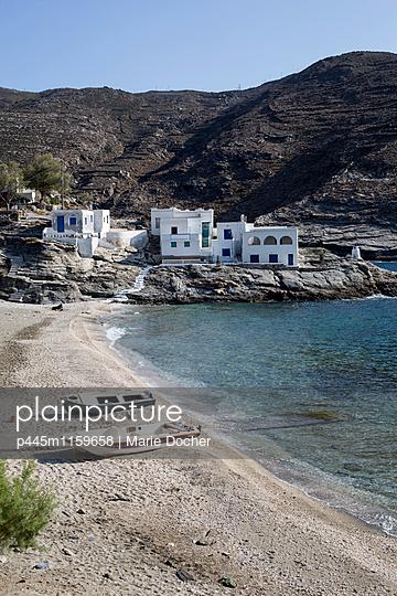 Häuser am Strand - p445m1159658 von Marie Docher