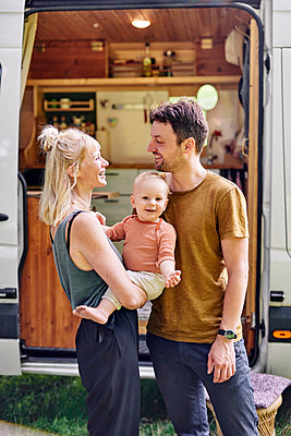 Parents with son in front of their Motor home - p1124m2229040 by Willing-Holtz