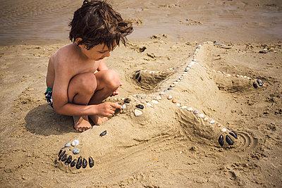 Krokodil am Strand - p305m1171475 von Dirk Morla