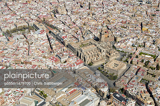 Aerial view over Spanish city - p555m1479700 by Chris Sattlberger