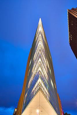 Spitzes Gebäude - p587m1190435 von Spitta + Hellwig