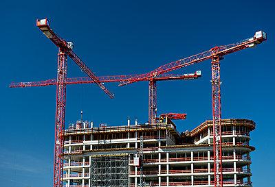 High-rise under construction  - p227m1191142 by Uwe Nölke