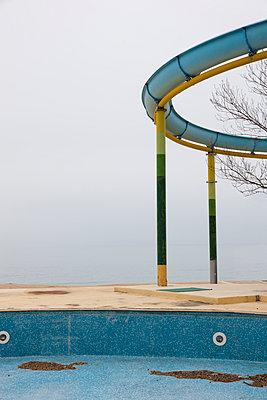 Pool nach Saisonende - p248m954168 von BY