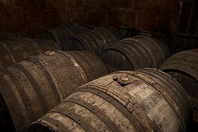 Barrels in winery cellar - p1216m2260528 von Céleste Manet