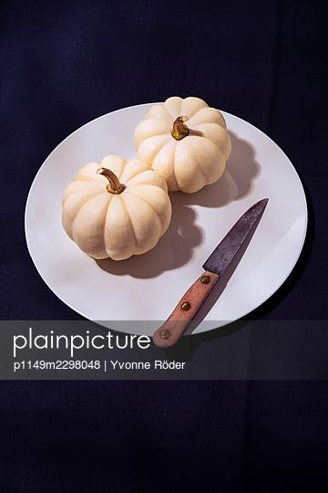 White pumpkins - p1149m2298048 by Yvonne Röder