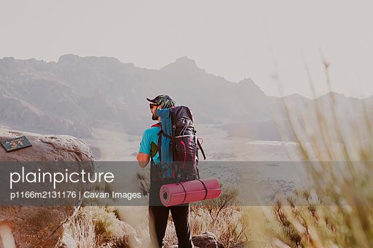 A hiker watching the landscape in Guajara Mountain in El Teide - p1166m2131176 by Cavan Images