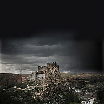 Unheimliche Burg - p1038m931488 von BlueHouseProject