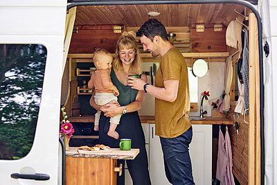 Family in Motor home - p1124m2229027 by Willing-Holtz