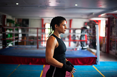 Female boxer in gym - p429m2050655 by Image Source