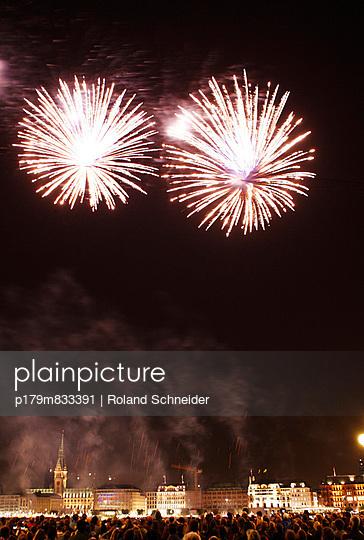 Feuerwerk - p179m833391 von Roland Schneider