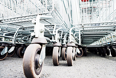 Shopping carts in a parking lot - p1084m1036780 by GUSK