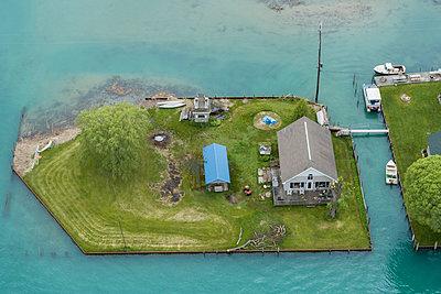 House, St. Clair River Estuary, Anchor Bay, Michigan - p1166m2088241 by Cavan Images