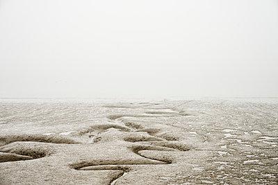 Strand Rinnsal - p1312m1223657 von Axel Killian