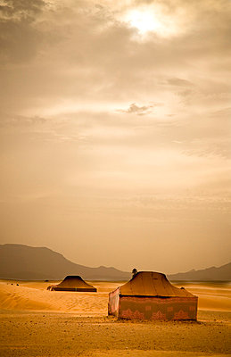 Traditional Bedouin tents in the Sahara Desert, near Zagora, Merzouga, Morocco, North Africa, Africa - p871m711247 by Ian Egner