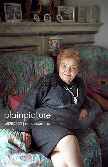 Ältere Dame - p8280350 von souslesarbres