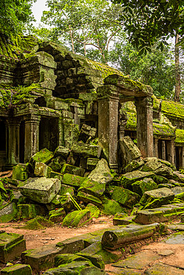 Ruins of temple portico with fallen rocks, Ta Prohm, Angkor Wat; Siem Reap, Siem Reap Province, Cambodia - p442m2039533 by Nick Dale