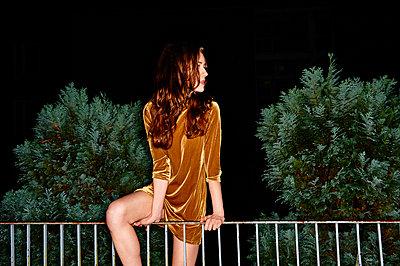 Velvet dress - p890m1128310 by Mielek