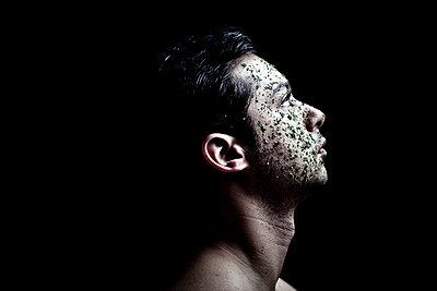 man portrait with parsley  - p1165m956407 by Pierro Luca
