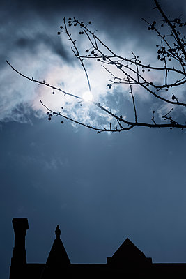 Building silhouetted by the moon - p1228m2134470 by Benjamin Harte