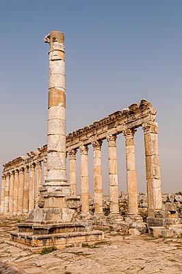 Ruinen der antiken Stadt Apameia im Norden Syriens - p1493m2063592 von Alexander Mertsch