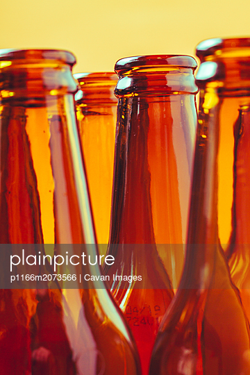 session of empty and brown glass bottles for advertising photographs - p1166m2073566 by Cavan Images