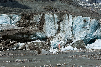 Naked man in front of the glacier Pasterze at Grossglockner - p1383m1480802 by Wolfgang Steiner