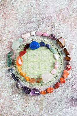 Semiprecious stones building color circle - p300m1113448f by Mandy Reschke