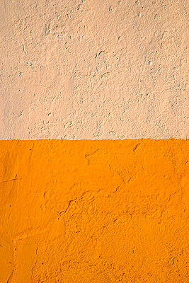 Beige and Gold Wall, Close Up - p694m756784 by Julio Calvo