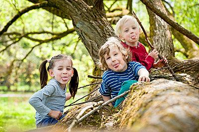 Drei Freunde Stecken die Zunge heraus - p7670051 von vonwegener.de
