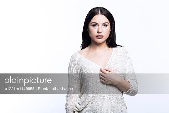 Verletzte junge Frau - p1221m1149958 von Frank Lothar Lange