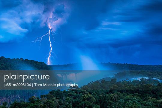 plainpicture - plainpicture p651m2006104 - Lightening Strike over Igua... - plainpicture/AWL/Tom Mackie