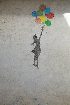 Graffiti with balloons - p1040m1195515 by Dorothee Hörstgen