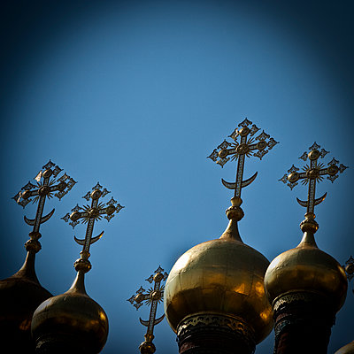 The golden bulbs of the Cathedral of the Annunciation of Moscow - p1513m2043937 by ESTELLE FENECH