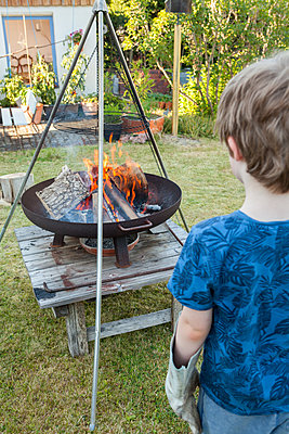 Feuer im Blick - p454m2293071 von Lubitz + Dorner