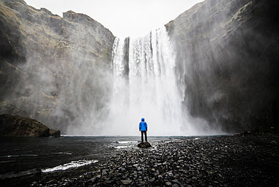Person in front of waterfall - p916m1532043 by the Glint