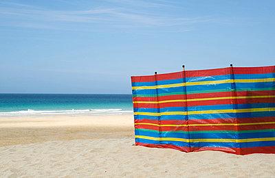 Windbreak on st ives beach - p9244157f by Image Source