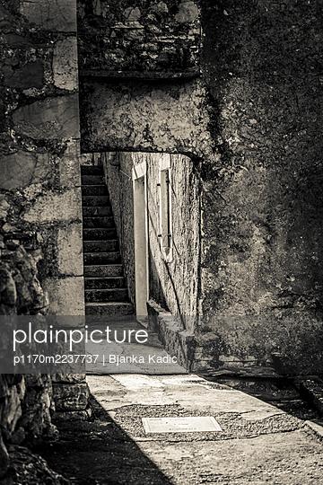Croatia, Alley with a stone arch - p1170m2237737 by Bjanka Kadic