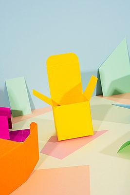 Kleine Papierboxen - p1423m2038059 von JUAN MOYANO