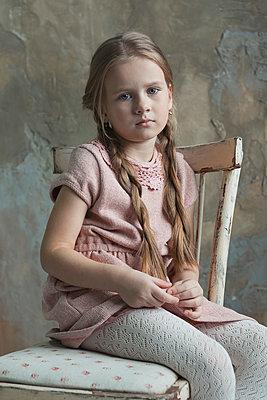 Sitting girl - p1476m2027019 by Yulia Artemyeva