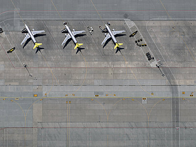Airport - p356m822622 by Stephan Zirwes