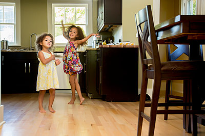 Mixed race girls playing in kitchen - p555m1479125 by Inti St Clair
