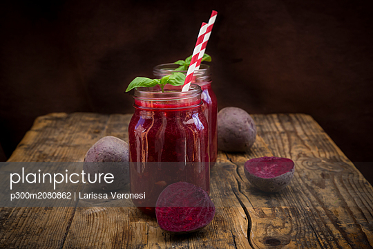 Beet root smoothie - p300m2080862 by Larissa Veronesi